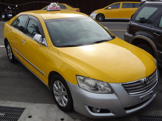 Toyota_Camry_2.0E_of_Taiwan_Taxi_Corp_right-head_20150618.jpg
